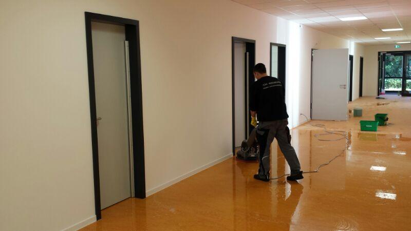 Unterhaltsreinigung Büroreinigung Hotelreinigung Schulen öffentliche Gebäude